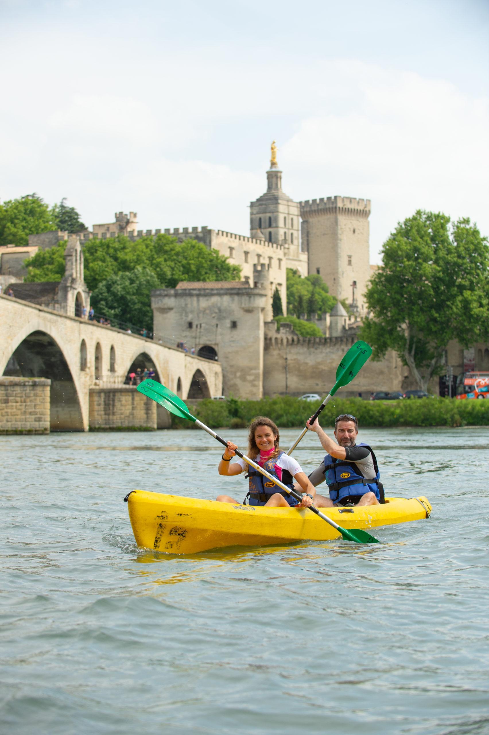 Canoë sous le Pont d'Avgnon